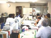 https://iishuusyoku.com/image/定期的に開催される社長直々の勉強会風景。市場のニーズに合わせる為、日々研鑽にも励みます。