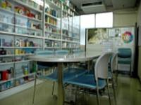 日本を代表する大手企業との取引多数!有名テーマパークのお土産売り場に並べられた可愛い缶なども手掛けたことがあります。