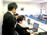http://iishuusyoku.com/image/新人研修は、3ヵ月から6ヵ月程度を予定しています。グループ会社との合同研修をおこなうこともあります。一人ひとりのスキルに合わせた教育体制を整えています。