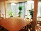 https://iishuusyoku.com/image/休憩室の様子です。広々とした清潔感のある休憩室は、社員さんの憩いの場です。こちらでお昼をとる方も多いのだとか。