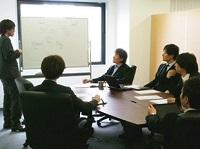 https://iishuusyoku.com/image/「今までにないもの」にこだわり続ける同社。アイデアを持ち合うミーティングではワクワクする話が!