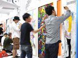 東京支社の一部でギャラリーを運営しています。若手アーティストの才能を発掘し、日本の文化であるアートを発信できる場として活躍しています。