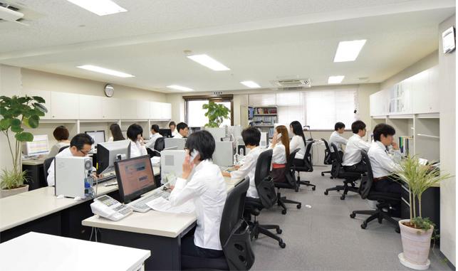 https://iishuusyoku.com/image/駅からも近く通勤便利な、明るいオフィス。服装はオフィスカジュアルでクールビズを採用しています。