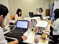 https://iishuusyoku.com/image/営業も内勤が基本。オフィスにスタッフがいつも揃っていて、活気もあり、時にはみんなで談笑したりと、楽しい社内です。