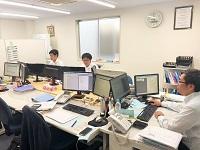 https://iishuusyoku.com/image/東北営業所は、地下鉄東西線「六丁の目」駅から歩いてすぐ。6名体制のアットホームな社内です。