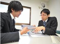 https://iishuusyoku.com/image/営業の先輩社員です。皆さんもお客様から信頼される営業マンを目指していきましょう!