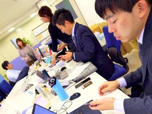 http://iishuusyoku.com/image/土日祝休みで年間休日は127日。健康管理のために19時以降の残業を禁止しており、平均月残業時間は10h程度と、オン・オフのメリハリをつけて働くことができます。