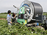 http://iishuusyoku.com/image/業界トップクラスの圧倒的な製品力を誇る同社は、日本でいち早く大型かんがい機械の導入を進めてきた超老舗企業です!