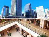https://iishuusyoku.com/image/大型商業施設、リゾートホテル、空港、 官公庁施設、大学など、街のシンボルと して知られるあらゆる有名な建物に携わ り、確かな実績と豊かなノウハウを持っ ています!