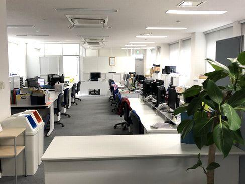 配属先の神戸本社は、複数路線駅から徒歩スグで通勤にも便利。転勤もありませんので、神戸で腰を据えて働きたい方にもおすすめです。