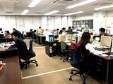 https://iishuusyoku.com/image/社内は20代の方が多く活躍しており、落ち着いた優しい雰囲気の方が多い環境です。OJT研修をメインに先輩社員がしっかりと教えてくださるのでご安心くださいね。