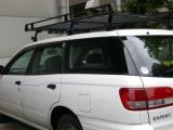 1人1台、社用車を支給!あなたもこの車に乗って、同社の製品を代理店やホームセンターに営業していただきます!