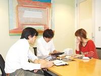 https://iishuusyoku.com/image/導入までのスケジュールや、必要な資材を確認。営業と営業事務が一緒になって仕事を進めていきます!