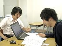 http://iishuusyoku.com/image/生徒との面談風景。生徒一人ひとりとじっくり向き合い、カリキュラムを決定していきます。