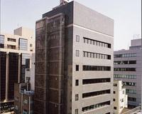 https://iishuusyoku.com/image/台東区の東京本社。9階建ての自社ビルは、各駅徒歩10分圏内と立地条件も抜群。