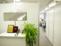 https://iishuusyoku.com/image/2010年の秋に移転したオフィス。清潔感溢れる「白」を基調にしたエントランスが目印です。