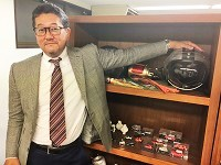http://iishuusyoku.com/image/社内のコレクション棚には、社長をはじめ社員全員の趣味の品が飾られているアットホームな社風です。