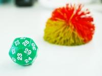 これが、30面のサイコロ!後ろのボールは、発表を次の人に振るためのバトンのようなもの。