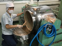 https://iishuusyoku.com/image/多品種小ロットが基本。機械での製造だけでなく、人の手によるきめ細やかな工程も大切な製造工程です。