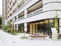 分譲中のマンションにショールームを併設。こちらで営業活動を行っています。
