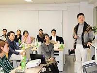 https://iishuusyoku.com/image/3ヶ月に1回の全社会議。社長や各事業部長より、会社の状況について発表があります。