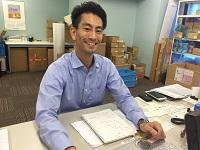 https://iishuusyoku.com/image/爽やかな笑顔が印象的な、営業の先輩。趣味はサーフィンとスノボ!「元気な人と働きたいですね!」