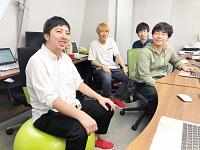 https://iishuusyoku.com/image/プログラマーの先輩です。入社後半年間は研修期間。自社コンテンツの開発を通じて開発の基礎を習得していきます。