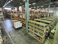 http://iishuusyoku.com/image/多種多様なコンテナ貨物を山のように積んだフルコンテナ船、昼夜を問わず幹線道路を走るトラック、港湾地域等に並ぶ倉庫群、これらの「物流」の拠点は、私達の生活を影で支えているのです。