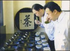 使用する「お茶の葉」は全国茶審査技術競技大会で2度も日本一に輝いた社員が厳選したものを使用しています。