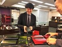 https://iishuusyoku.com/image/厳選された素材、こだわりの機能性、職人技などモノづくりの本質を極めた革小物だから、商品に愛着と自信を持って提案できます。