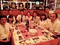 社員同士で美味しいレストランに食事に出かけることも!明るく、楽しい職場です。