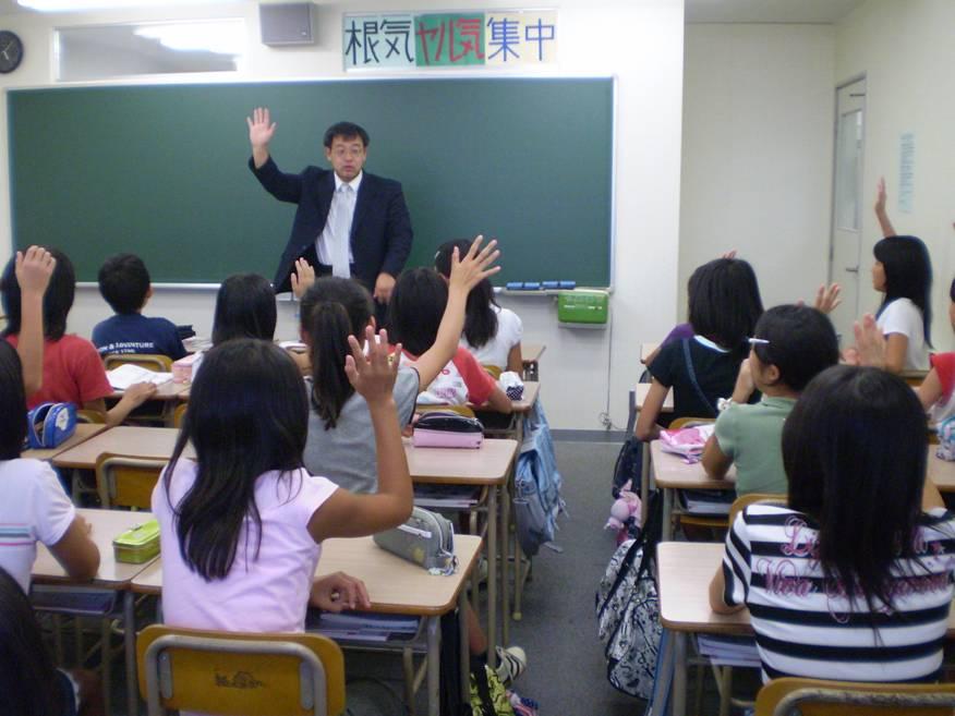 http://iishuusyoku.com/image/「トコトン」「ワクワク」「+α」はK社で働く上で社員が大切にしている価値観である。「チーム力」と「生徒・保護者からの信頼の数・質」においてNO.1を目指す。