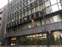 勤務地となる日本橋にある自社ビル。最寄駅から徒歩3分で着くのでアクセスも◎