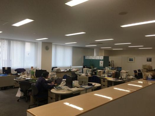 オフィスは天井も高く、一人一人のスペースが広いので働きやすい環境です。いい就職プラザからの先輩も多く活躍しています。