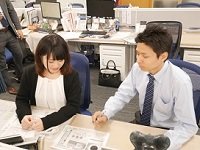 https://iishuusyoku.com/image/先輩がマンツーマンでビジネスマナーや不動産の基礎知識を教えてくれるので、未経験からのスタートでも安心です。