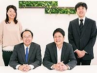 https://iishuusyoku.com/image/大阪本社のメンバーです。会社のことを知っていただくため、入社後約1か月間の本社研修を用意しています!