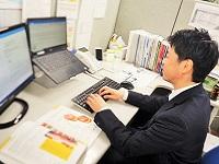 https://iishuusyoku.com/image/マーケティング部の部長です!マーケティング部内の全体の業務の流れを、部長のアシスタントをしながら習得していただきます!