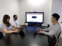 https://iishuusyoku.com/image/入社後3〜6ヶ月間は、先輩の営業に同席。業界知識、専門用語、プレゼン、納品までの流れを学んでいただきます!
