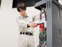 https://iishuusyoku.com/image/「機械に触れたことがない」「加湿器って?」という方でも大丈夫!文系出身の先輩も多数活躍していますので、安心してくださいね。