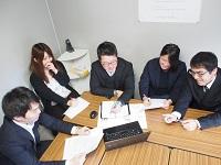 http://iishuusyoku.com/image/For the teamの精神を大切に。営業、校正担当、制作担当がチームとなって、制作物を創り上げていきます!