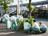 http://iishuusyoku.com/image/地球密着型企業として、歩道の清掃活動、植林等の二酸化炭素削減活動にも力を入れ、地域から愛される会社を目指し地道な活動を実施しています!
