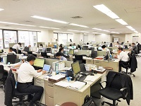20代から50代まで幅広い年代の社員が活躍中。長く安定して働いていくことのできる環境です。
