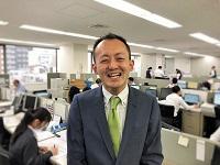 https://iishuusyoku.com/image/自然とコミュニケーションが生まれる活気のある社内!営業の先輩たちは、みんな明るい!!