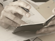 http://iishuusyoku.com/image/スケジュール管理や連絡先管理など、ビジネスマンには欠かせない手帳。同社の手帳は、古くから著名な銀行や保険会社などで社員手帳として用いられるなど、その信頼性はお墨付きです。