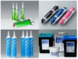 接着剤のラインナップは約170種類。営業、開発、製造が連携し、生まれた商品となります。安全性に関しても、高い自社基準を設けています。