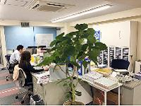 https://iishuusyoku.com/image/東京営業所のオフィスは駅からすぐで通勤便利!業界未経験の方も先輩がマンツーマンでお教えいたしますので安心です◎