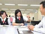 http://iishuusyoku.com/image/立場や年次などは関係なくフランクに声を掛け合うスタッフたち。社内のチームワークも抜群です。 (平均年齢/32.8歳)