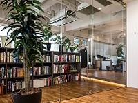スタイリッシュなオフィスで楽しい仲間といっしょに、人の役にたてるシステムやアプリづくりにチャレンジしていきませんか?