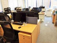 https://iishuusyoku.com/image/メンバー間の距離も近く、コミュニケーションがとりやすいオフィス。デスクもチェアもゆったりとしていて快適!