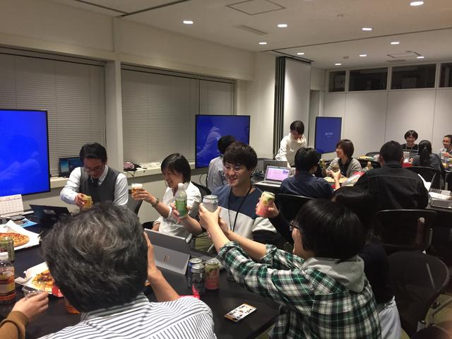 若手社員による自主的なLT(ライトニングトーク)大会を2ヶ月に1回程度開催しています。これからのエンジニアに必要なアウトプット活動も盛んに行われています。